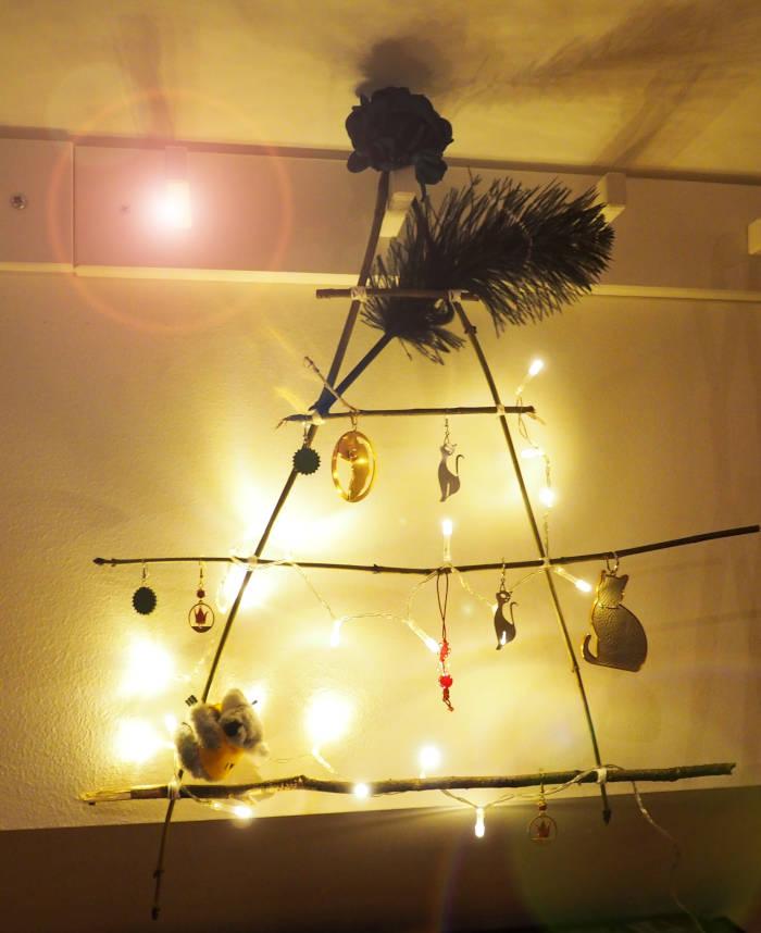 Sapin de Noël mural avec guirlande lumineuse