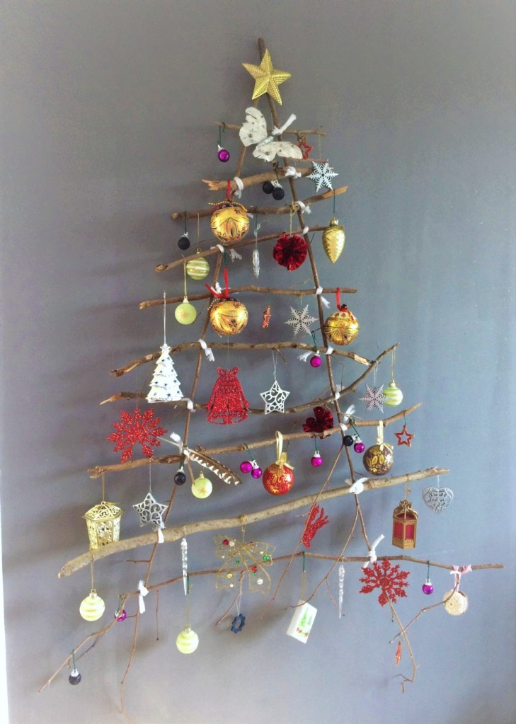 Sapin de Noël mural décoré rouge et or